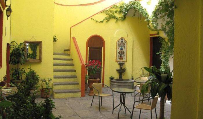 Hotel Casa del Callejon, cheap bed and breakfast 26 photos