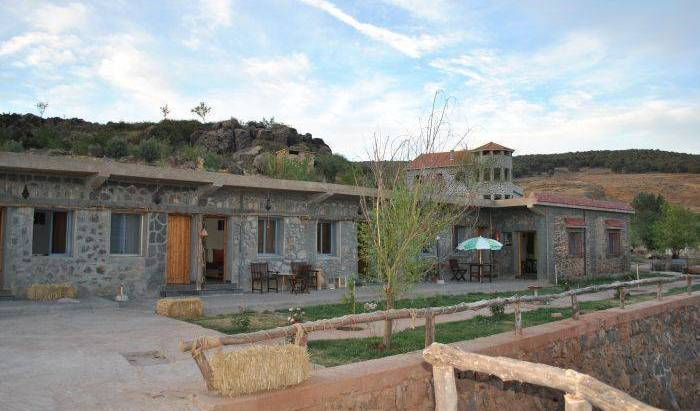 Tamanoucht-Auberge - Search for free rooms and guaranteed low rates in Azrou, backpacker hostel 2 photos