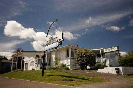 Bradshaws Travel Lodge, Taupo, New Zealand, New Zealand hostels and hotels