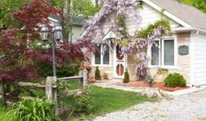 A Doll House Cottage - Get cheap hostel rates and check availability in Niagara-on-the-Lake 5 photos