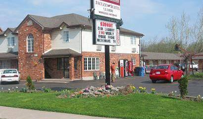 Caravan Inn - Search available rooms and beds for hostel and hotel reservations in Niagara Falls, backpacker hostel 5 photos