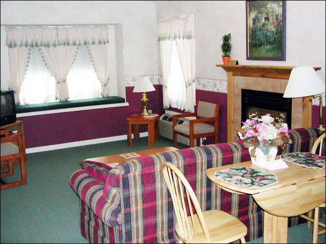 Hillside Lodge And Resort, Canadensis, Pennsylvania, big savings on bed & breakfasts in Canadensis