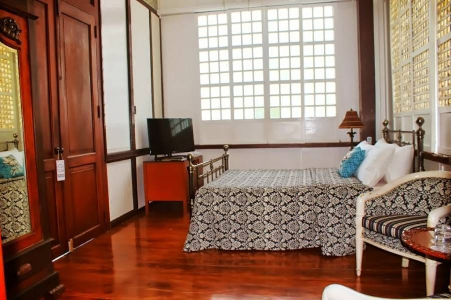 Paradores del Castillo, Taal, Philippines, small bed & breakfasts and bed & breakfasts of all sizes in Taal