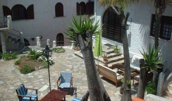 Casa Da Tauria - Search available rooms and beds for hostel and hotel reservations in Atouguia da Baleia, cheap hostels 12 photos