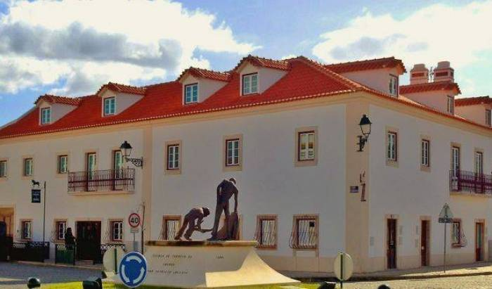 Casa do Largo - Golega, fashionable, sophisticated, stylish hostels in Cova da Iria, Portugal 17 photos