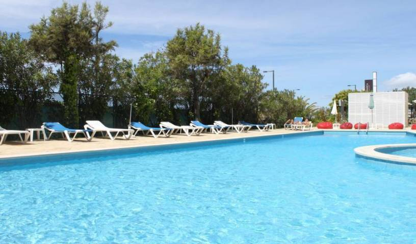 Ever Caparica Beach and Conference Hotel, backpacker hostel 5 photos