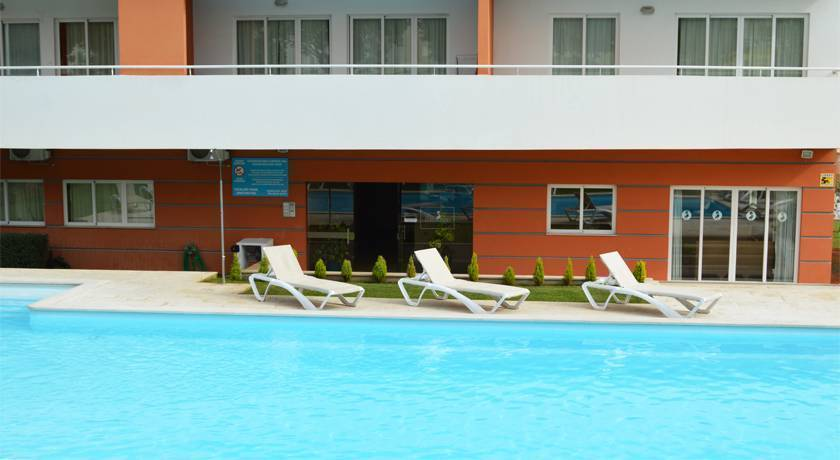 Flamingo Residence, Portimao, Portugal, great destinations for budget travelers in Portimao