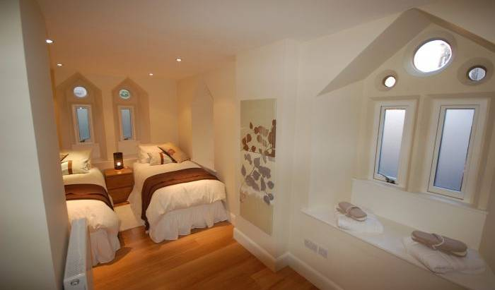 Edinburgh Church Apartments - Search available rooms and beds for hostel and hotel reservations in Edinburgh 14 photos