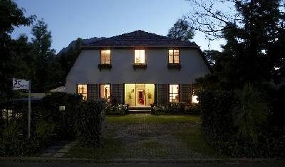 5 Seasons Guesthouse - Search available rooms and beds for hostel and hotel reservations in Stellenbosch 12 photos