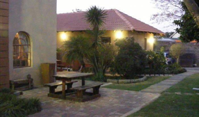 Africa Footprints Guesthouse - Get cheap hostel rates and check availability in Johannesburg 19 photos