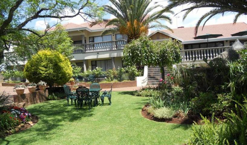 Homestead Lake Cottage - Get cheap hostel rates and check availability in Benoni 13 photos