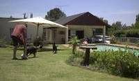 Sleek Backpacker - Search for free rooms and guaranteed low rates in Johannesburg 2 photos