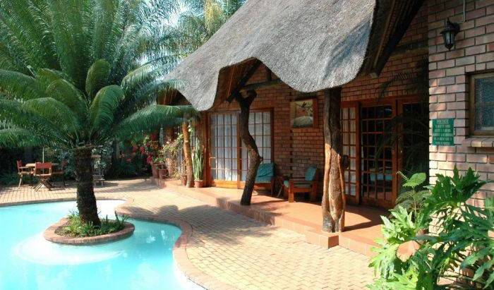 Trees Too Guest Lodge (Nr Kruger Park) -  Komatipoort, cheap bed and breakfast 12 photos