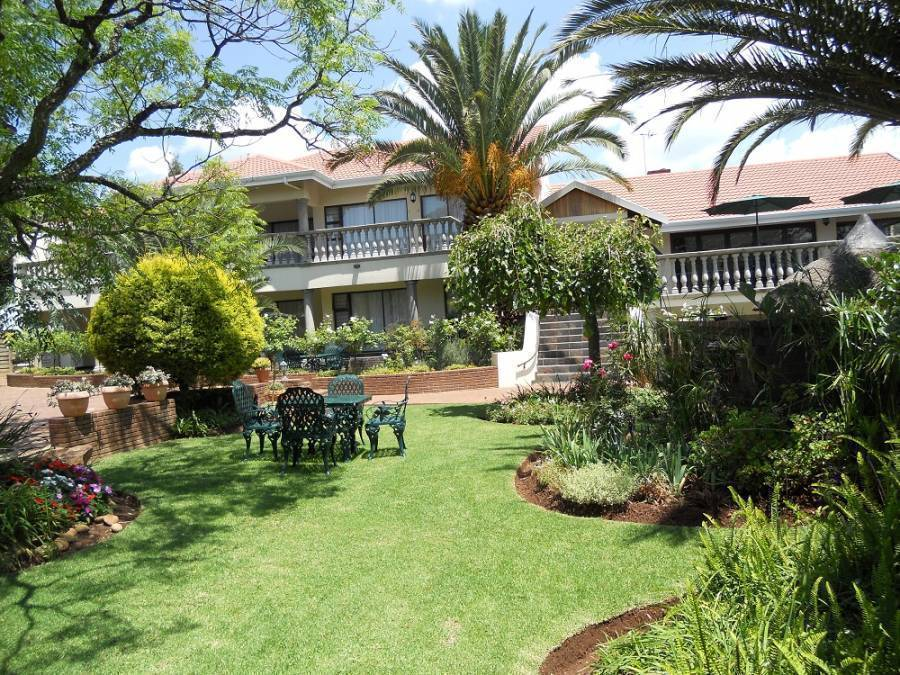 Homestead Lake Cottage, Benoni, South Africa, South Africa hostels and hotels