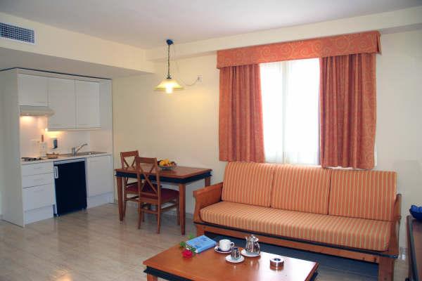 Aparthotel La Pergola, Port d'Andratx, Spain, affordable posadas, pensions, backpackers, rural houses, and apartments in Port d'Andratx