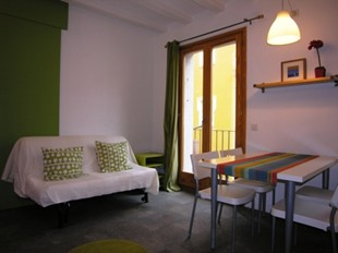 Apartment Barceloneta Beach, Barcelona, Spain, check hostel listings for information about bars, restaurants, cuisine, and entertainment in Barcelona