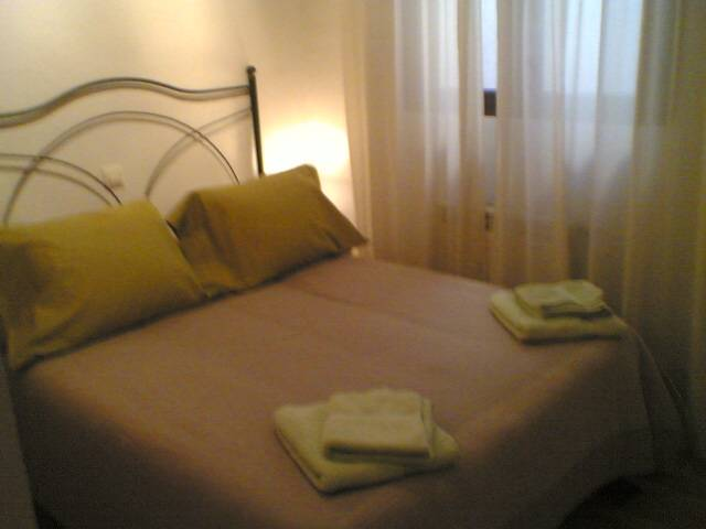 Apartment Doncellas, Toledo, Spain, hostels with free wifi and cable tv in Toledo