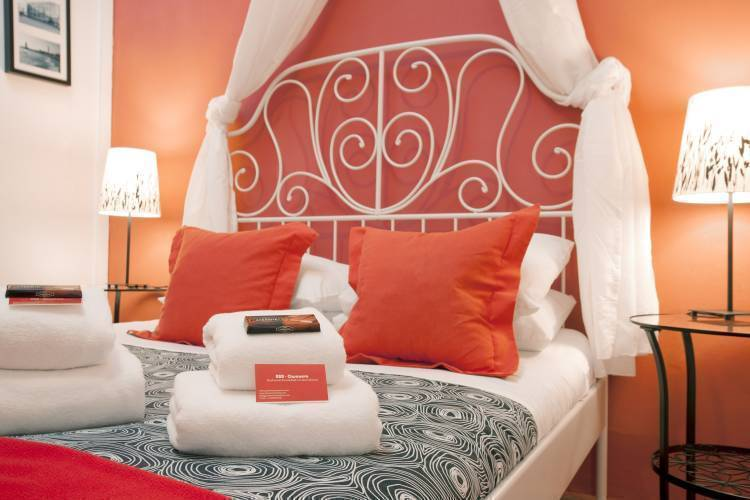 BBB - Casanova Guest House, Barcelona, Spain, bed & breakfasts for the festivals in Barcelona