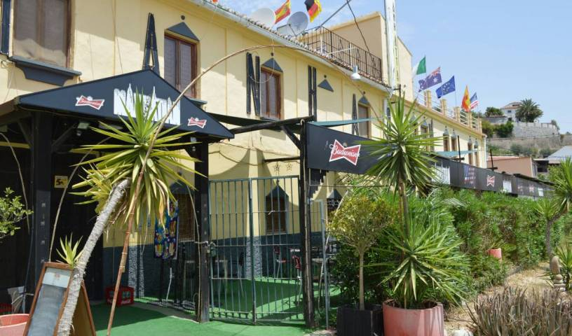Bar Manhattan - Search available rooms and beds for hostel and hotel reservations in Alora 6 photos