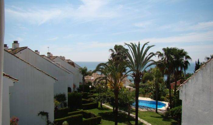 Casa del Loro Bailador - Get cheap hostel rates and check availability in Estepona, budget lodging in Ceuta, Spain 9 photos
