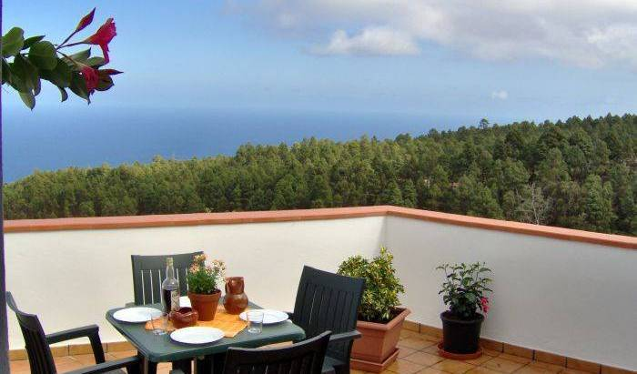 Finca Casa Blanca - Get cheap hostel rates and check availability in Santa Cruz de Tenerife, cheap hostels 37 photos