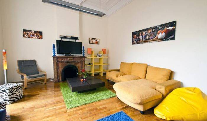 Tierra Azul - Search available rooms and beds for hostel and hotel reservations in Barcelona, backpacker hostel 15 photos