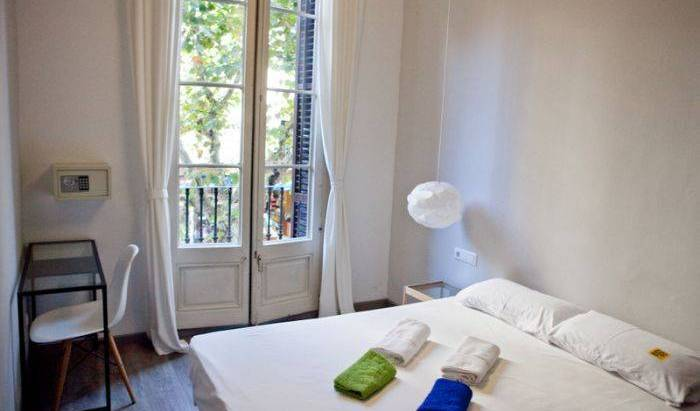 Zoo Rooms - Get cheap hostel rates and check availability in Barcelona 17 photos