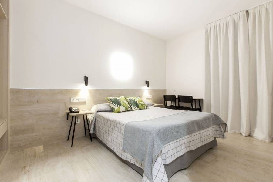 Hostal Castilla 2, Madrid, Spain, long term rentals at bed & breakfasts or apartments in Madrid