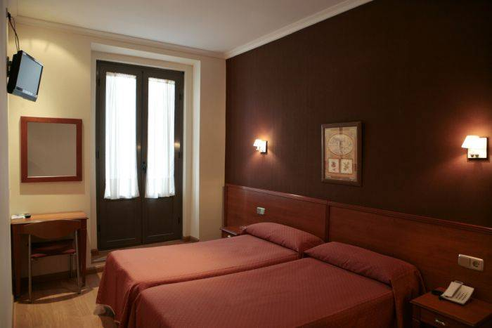 Hostal Persal, Madrid, Spain, book summer vacations, and have a better experience in Madrid