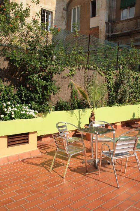 Hostal V Downtown, Barcelona, Spain, compare reviews for hostels in Barcelona