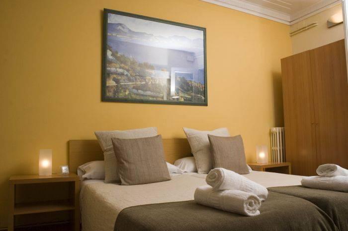 Petit Hotel, Barcelona, Spain, low cost bed & breakfasts in Barcelona
