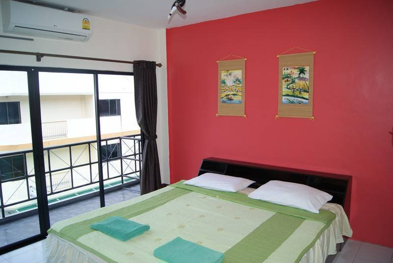 Pineapple Guesthouse, Karon Beach, Thailand, hostel bookings for special events in Karon Beach
