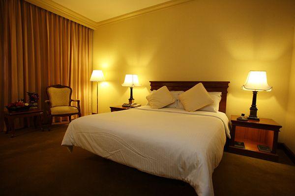 The Tawana Bangkok, Bangkok, Thailand, backpacking and cheap lodging in Bangkok