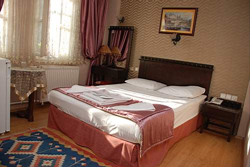 Hotel Tashkonak, Istanbul, Turkey, youth hostels and backpackers for sharing a room in Istanbul