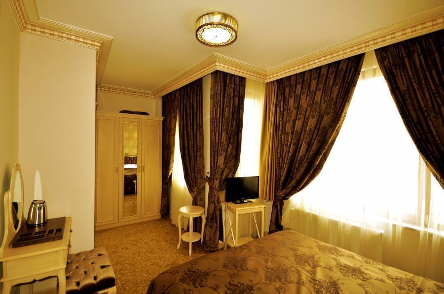 Tarihi Isparta Palas, Istanbul, Turkey, what are the safest areas or neighborhoods for bed & breakfasts in Istanbul
