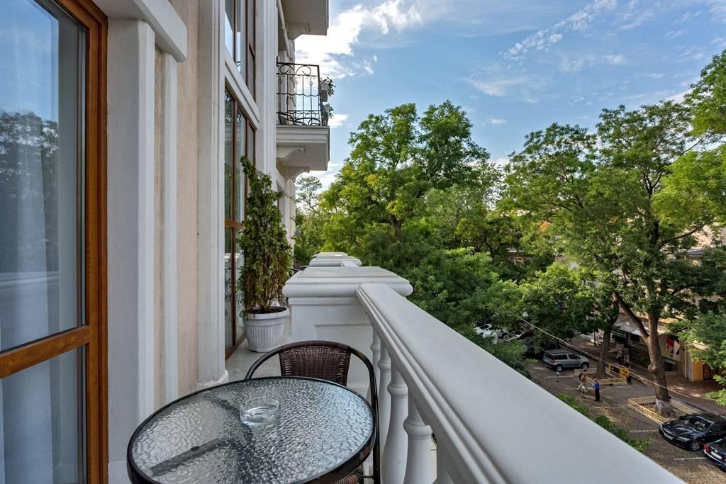 Hotel California, Odesa, Ukraine, hostels near historic landmarks and monuments in Odesa