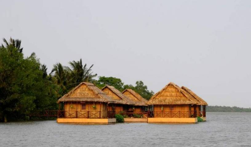Mekong Floating House 12 photos