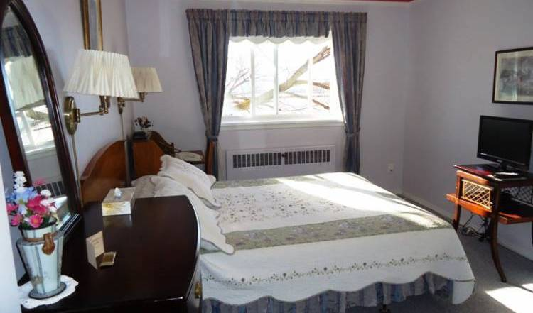 Glenora Bed and Breakfast Inn - Search available rooms and beds for hostel and hotel reservations in Edmonton, expert travel advice 14 photos
