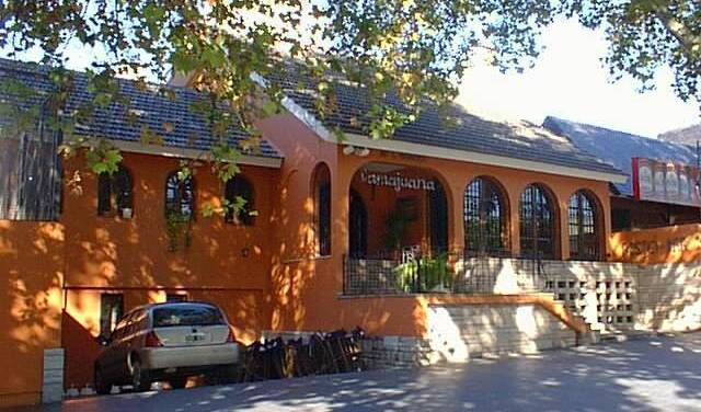 Damajuana Hostel - Search for free rooms and guaranteed low rates in Mendoza, backpacker hostel 2 photos