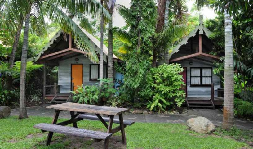 Magnums Backpackers - Search available rooms and beds for hostel and hotel reservations in Airlie Beach 14 photos