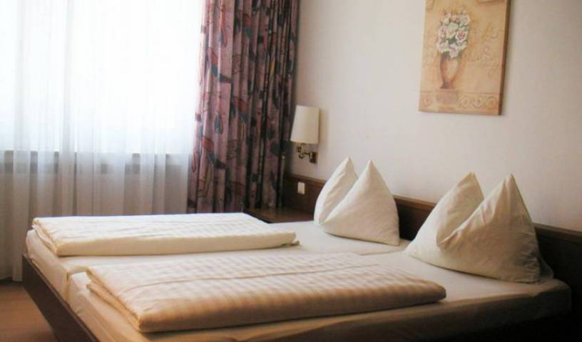 Hotel Drei Kreuz - Søk etter billige rom og garantert lave priser på Salzburg 1 bilde