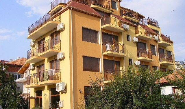 Zora - Search for free rooms and guaranteed low rates in Sarafovo 7 photos