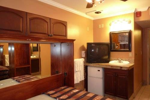 Pacific Euro Hotel, Redwood City, California, find adventures nearby or in faraway places, book your hostel now in Redwood City