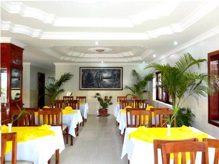 Damnak Riverside Hotel, Siem Reap, Cambodia, youth hostels and backpackers for mingling with locals in Siem Reap