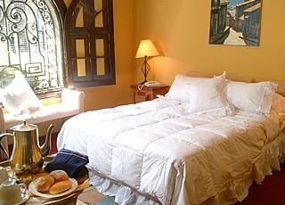 Hotel Plaza Londres, Santiago, Chile, hostels with the best beds for sleep in Santiago