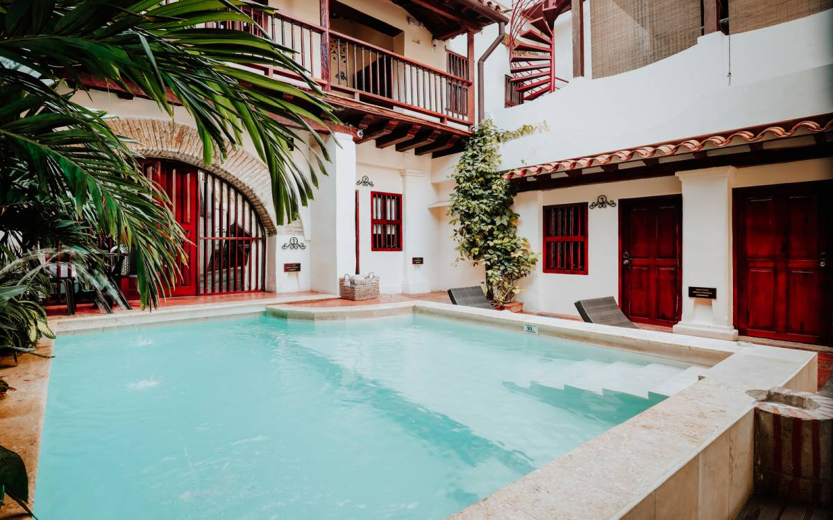 Hotel Casa Bugo, Cartagena, Colombia, what is a backpackers hostel? Ask us and book now in Cartagena