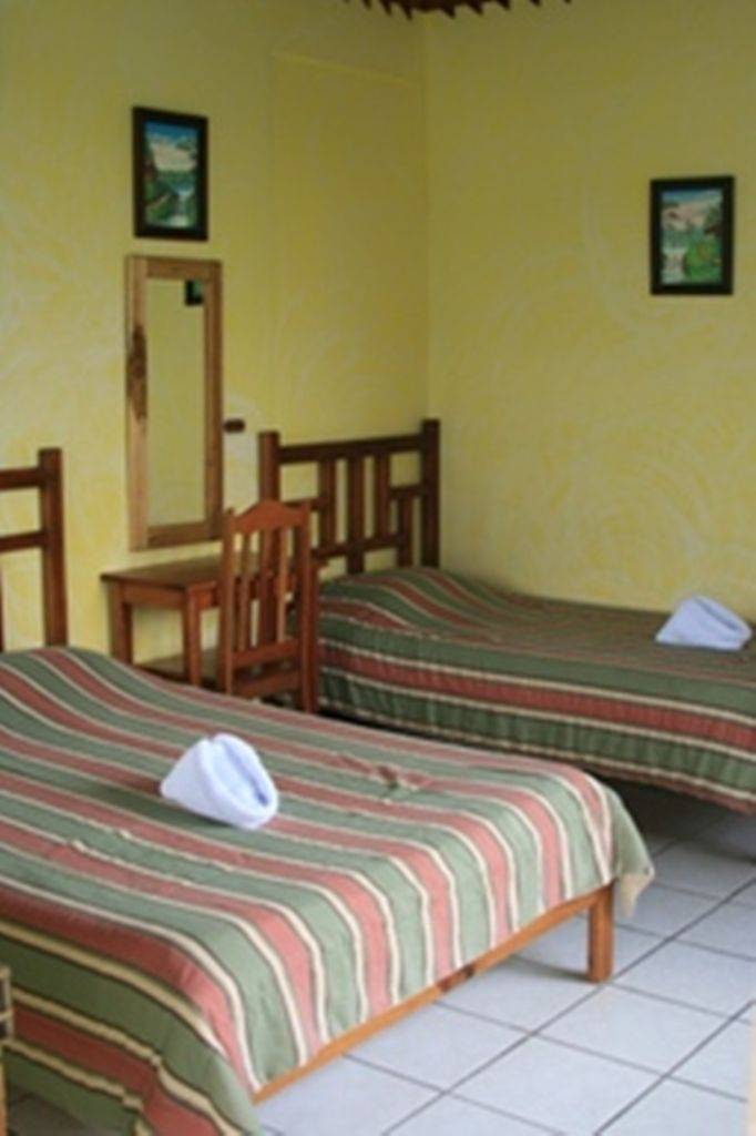 Jardines Arenal Lodge, Fortuna, Costa Rica, how to rent an apartment or aparthostel in Fortuna