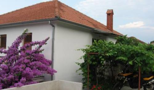 Apartment For 4 in Jelsa Island Hvar - Get cheap hostel rates and check availability in Jelsa 11 photos