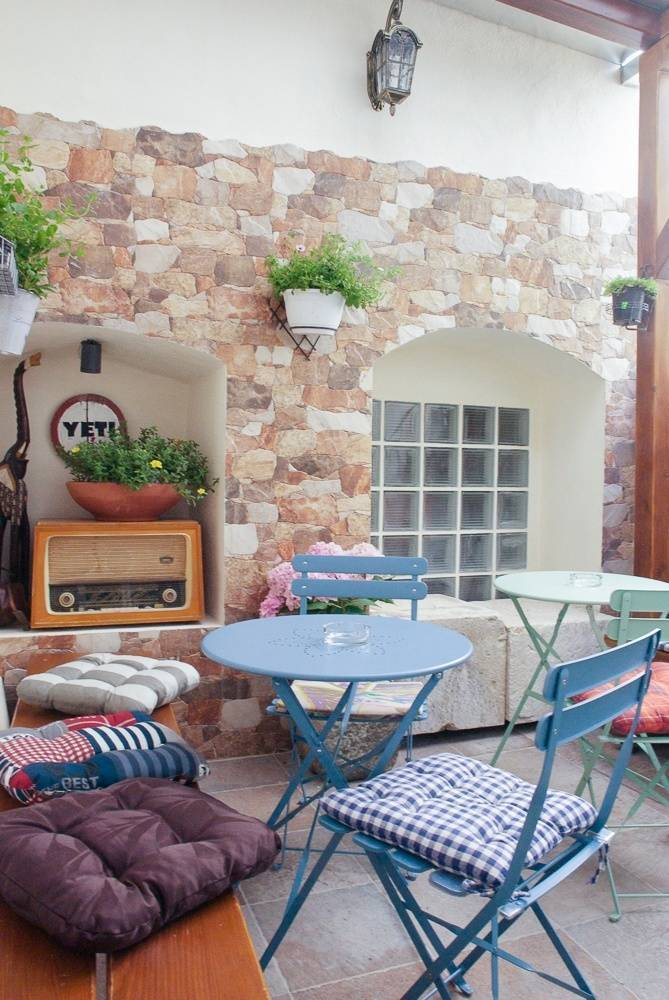 Hostel Yeti, Makarska, Croatia, tips for traveling abroad and staying in foreign bed & breakfasts in Makarska