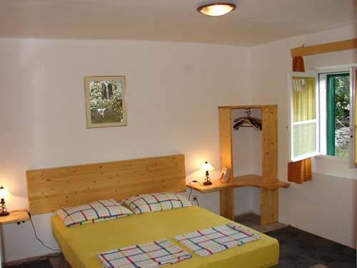 House Zakaria, Hvar, Croatia, backpackers and backpacking bed & breakfasts in Hvar